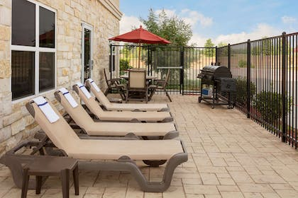 Outdoor Patio And Grill | Country Inn & Suites by Radisson, Texarkana, TX