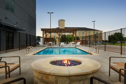 Pool | Country Inn & Suites by Radisson, New Braunfels, TX
