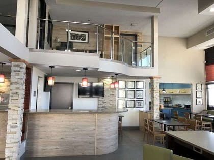 Breakfast And Bar | Country Inn & Suites by Radisson, Bakersfield, CA