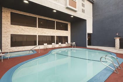 Pool | Country Inn & Suites by Radisson, Bakersfield, CA
