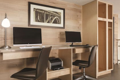 Business Center | Country Inn & Suites by Radisson, Bakersfield, CA