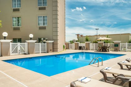 Pool   Country Inn & Suites by Radisson, Cookeville, TN
