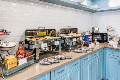 Servery   Country Inn & Suites by Radisson, Cookeville, TN