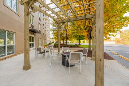 Pergola   Country Inn & Suites by Radisson, Cookeville, TN