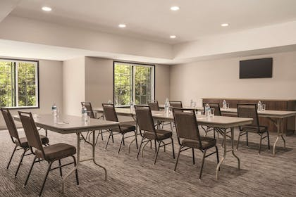 Meeting Room   Country Inn & Suites by Radisson, Detroit Lakes, MN