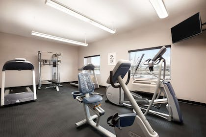 Fitness Room | Country Inn & Suites by Radisson, Enid, OK