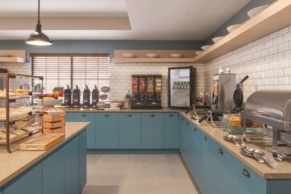 Servery   Country Inn & Suites by Radisson, Hoffman Estates, IL