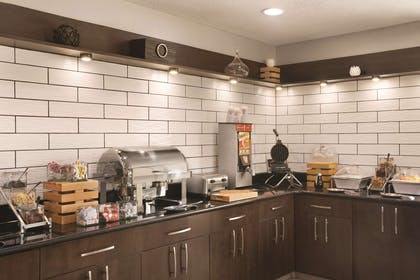 Breakfast Area | Country Inn & Suites by Radisson Indianapolis East
