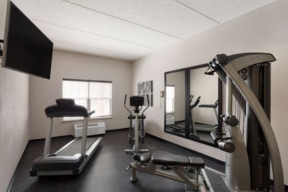 Fitness Center   Country Inn & Suites by Radisson, Jackson, TN