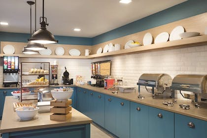 Servery | Country Inn & Suites by Radisson Lawrence