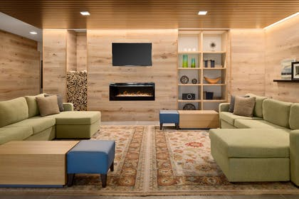 Living Room With Fireplace   Country Inn & Suites by Radisson, Novi, MI