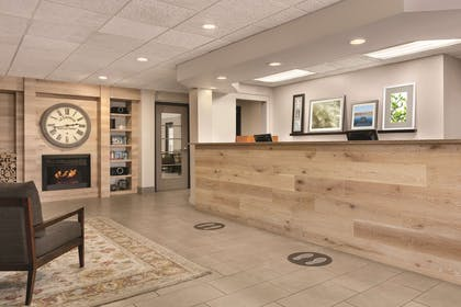 Front Desk | Country Inn & Suites by Radisson, Port Clinton, OH