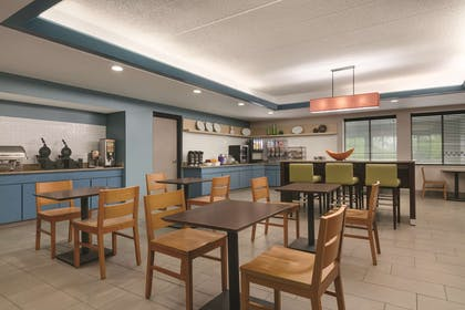 Breakfast Room | Country Inn & Suites by Radisson, Port Clinton, OH