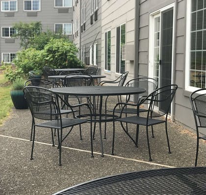Patio   Country Inn & Suites by Radisson, Portland Delta Park, OR