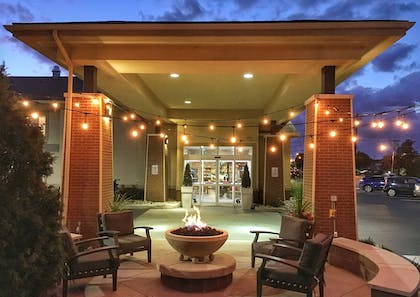 Fire Pit | Country Inn & Suites by Radisson, Rochester-Pittsford/Brighton, NY