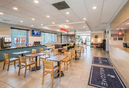 Breakfast Area | Country Inn & Suites by Radisson, Rochester-Pittsford/Brighton, NY