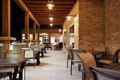 Patio   Country Inn & Suites by Radisson, Roseville, MN