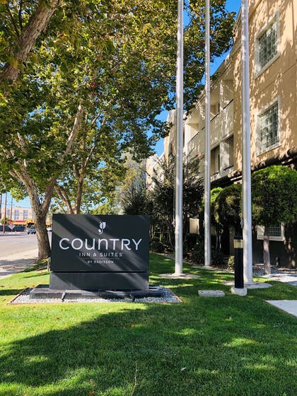 Outside   Country Inn & Suites by Radisson, San Jose International Airport, CA