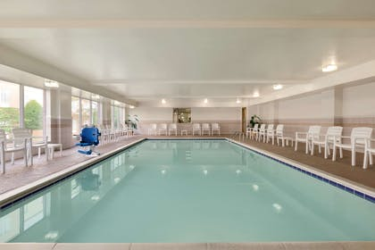 Pool   Country Inn & Suites by Radisson, Chester, VA