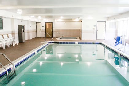 Pool and Hot Tub   Country Inn & Suites by Radisson, Chester, VA