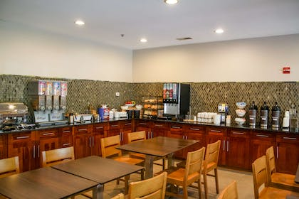 Dining Area | Country Inn & Suites by Radisson, Washington Dulles International Airp