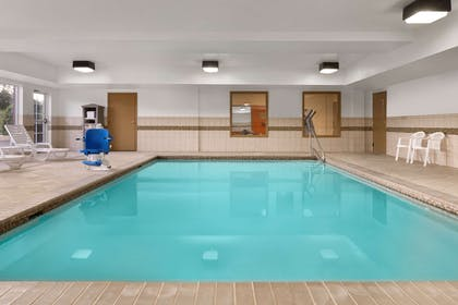 Pool | Country Inn & Suites by Radisson, Richmond West at I-64, VA