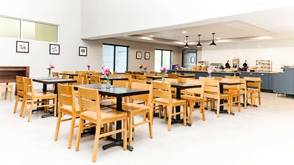 Breakfast Area | Country Inn & Suites by Radisson, Appleton, WI