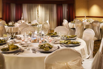 Elmbrook | Country Inn & Suites by Radisson, Milwaukee West (Brookfield), WI