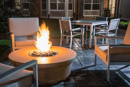 Fire Pit | Country Inn & Suites by Radisson, Milwaukee West (Brookfield), WI