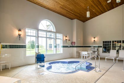 Whirlpool | Country Inn & Suites by Radisson, Fond du Lac, WI
