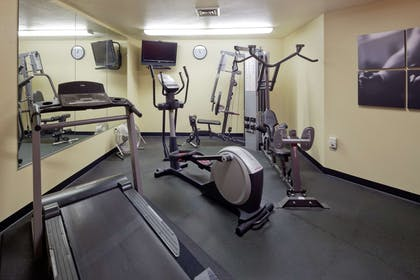 Fitness Room   Country Inn & Suites by Radisson, Germantown, WI