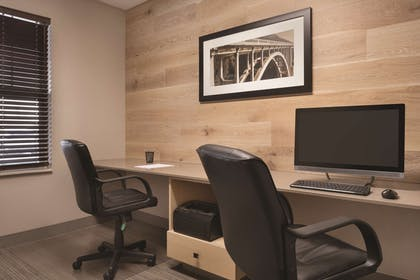 Business Center   Country Inn & Suites by Radisson, Germantown, WI