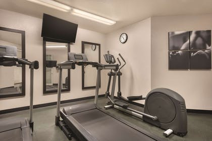 Fitness Center   Country Inn & Suites by Radisson, Germantown, WI