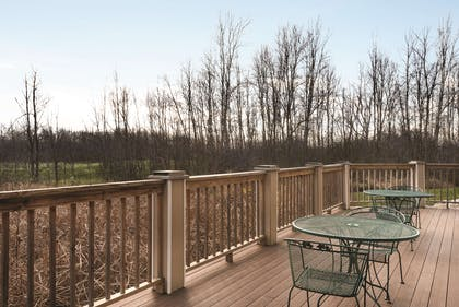Patio   Country Inn & Suites by Radisson, Germantown, WI