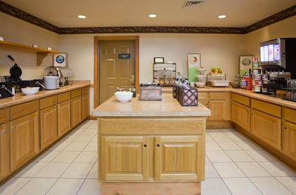 Breakfast Area | Country Inn & Suites by Radisson, Madison Southwest, WI