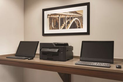 Business Center | Country Inn & Suites by Radisson, Marinette, WI