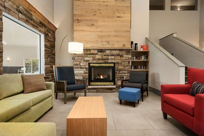 Lobby   Country Inn & Suites by Radisson, Platteville, WI