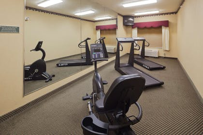 Fitness Room   Country Inn & Suites by Radisson, Prairie du Chien, WI