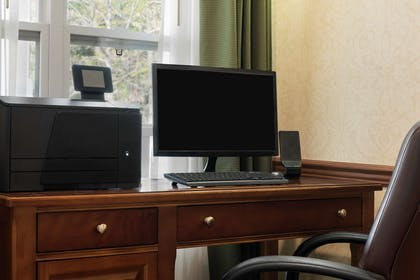 Business Center | Country Inn & Suites by Radisson, Stevens Point, WI