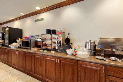 Breakfast Room | Country Inn & Suites by Radisson, Gillette, WY
