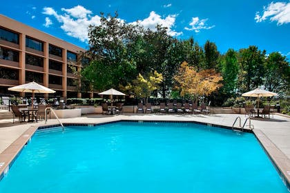 Outdoor pool | Nashville Airport Marriott