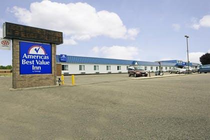 Exterior | Americas Best Value Inn Grand Forks