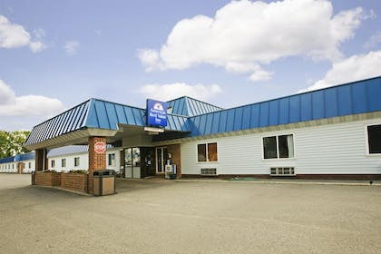 Front Exterior | Americas Best Value Inn Grand Forks