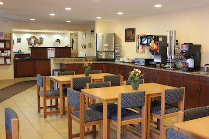 Lobby Breakfast Area | Americas Best Value Inn Grand Forks