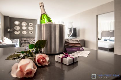 Whitney Peak Hotel Packages Romance Champagne | Whitney Peak Hotel