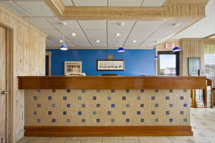 Lobby | Travelodge by Wyndham Outer Banks/Kill Devil Hills