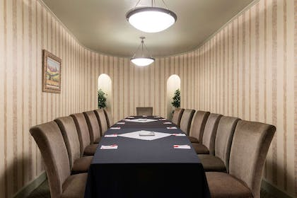 Meeting Room | Ramada Hotel & Convention Center by Wyndham Topeka Downtown
