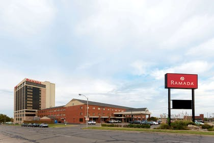 Welcome to the Ramada Topeka Convention Center | Ramada Hotel & Convention Center by Wyndham Topeka Downtown