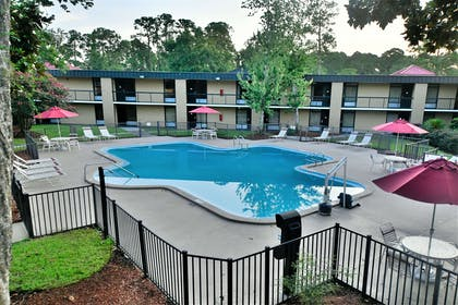 Pool | Ramada by Wyndham Jacksonville Hotel & Conference Center
