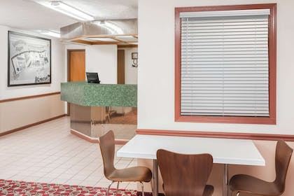 Lobby | Super 8 by Wyndham Shipshewana
